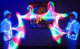 Шоу световых жанглеров